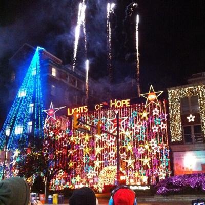 """@westendbia: """"BOOM. @helpstpauls #lightsofhope have come alive! #westendyvr #vancouver"""""""